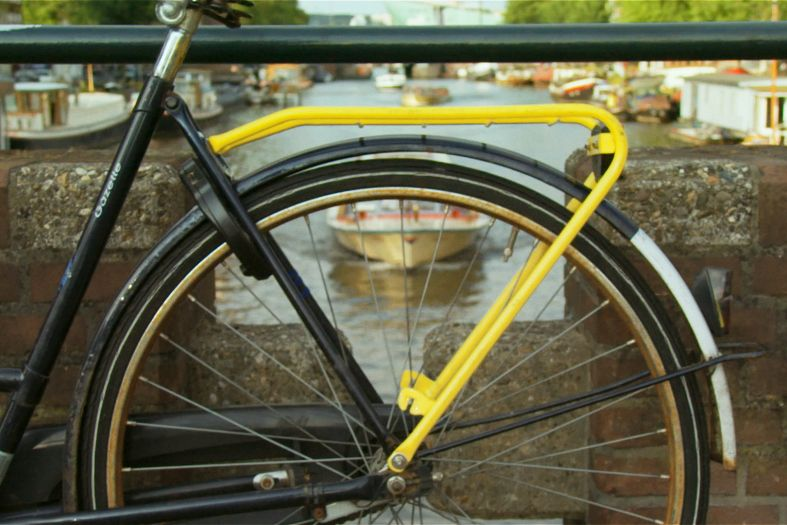 Amsterdam style hitchhiking: Take a yellow bike ride