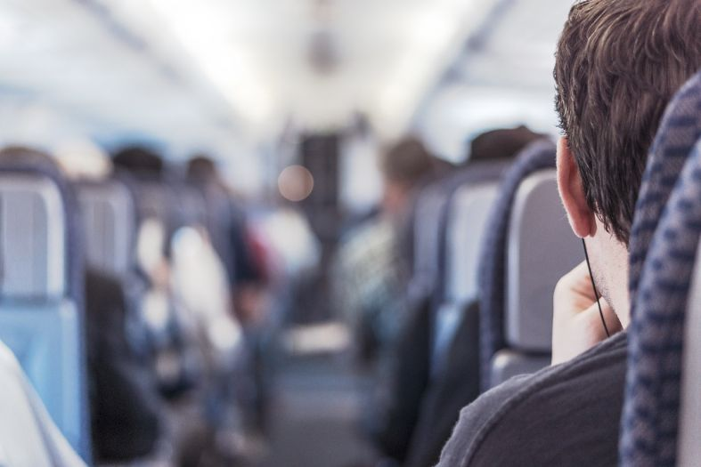 7 really simple ways how to feel good after a long flight