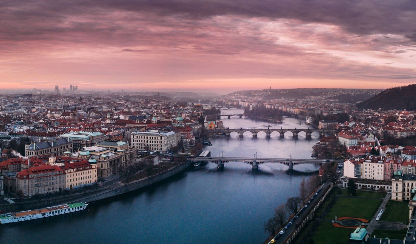 10 fun facts about Prague to know before you visit it
