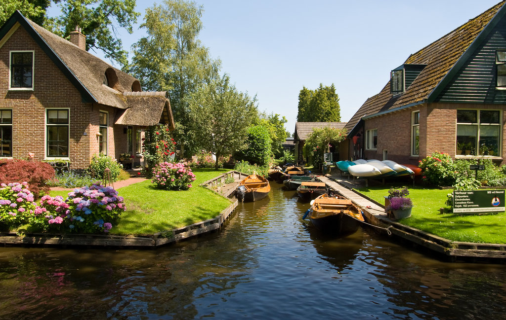 Giethoorn – the Dutch town without a single street
