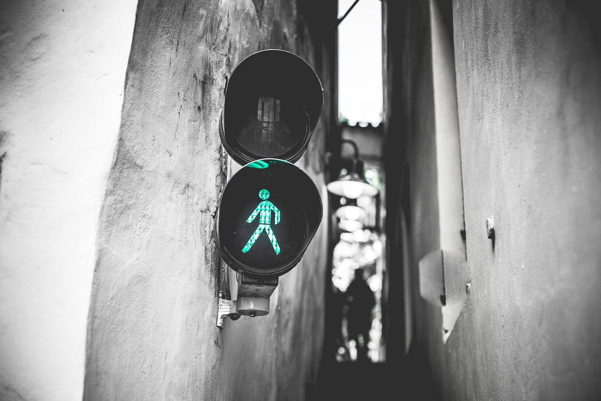 The narrowest street in Prague has its own traffic lights