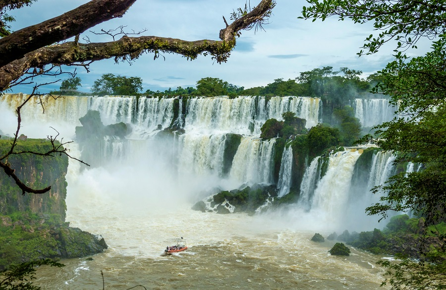 Iguazu Waterfalls in Argentina and Brazil: how to organize the perfect trip