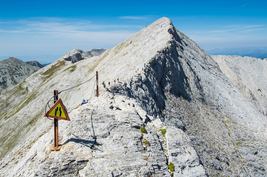 Hiking in Bulgaria: see the view from Koncheto Ridge in Pirin Mountains