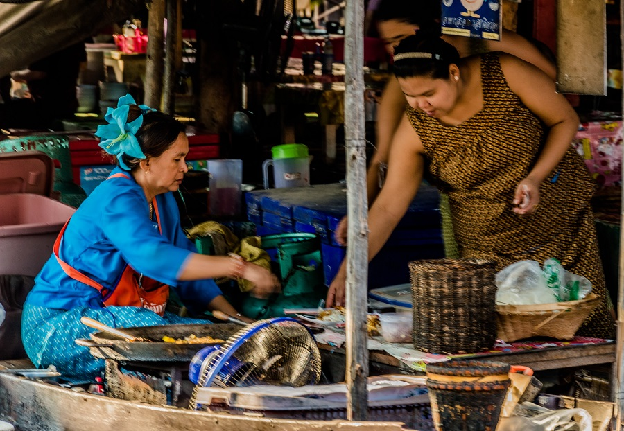 10 foolproof tips: how to bargain at exotic markets like a pro