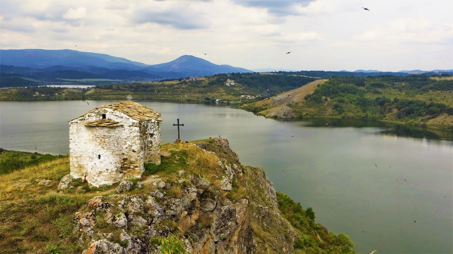 Secret places in Bulgaria: the chapel overlooking a submerged village