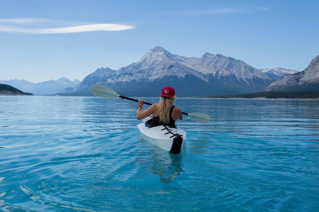 6 Tips To Keep Yourself Safe While Kayaking