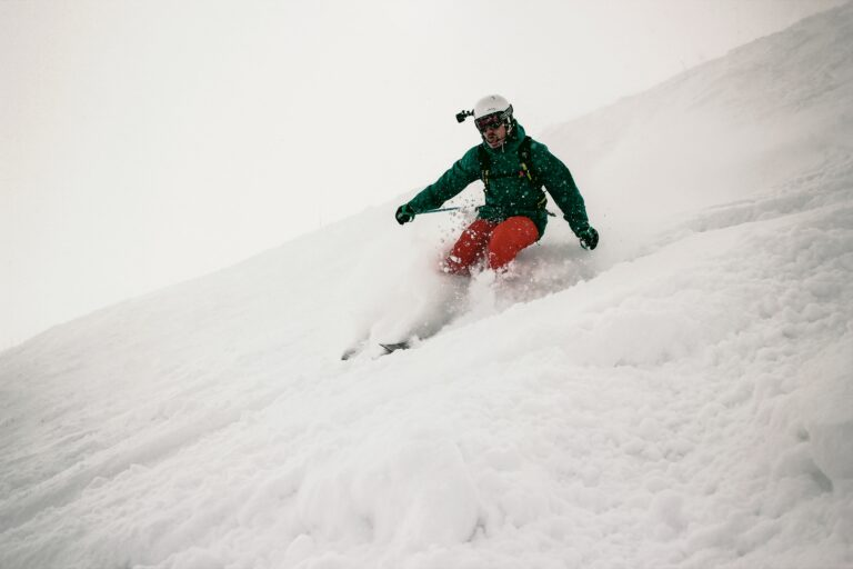 What You Need To Do To Keep Yourself Safe While Skiing